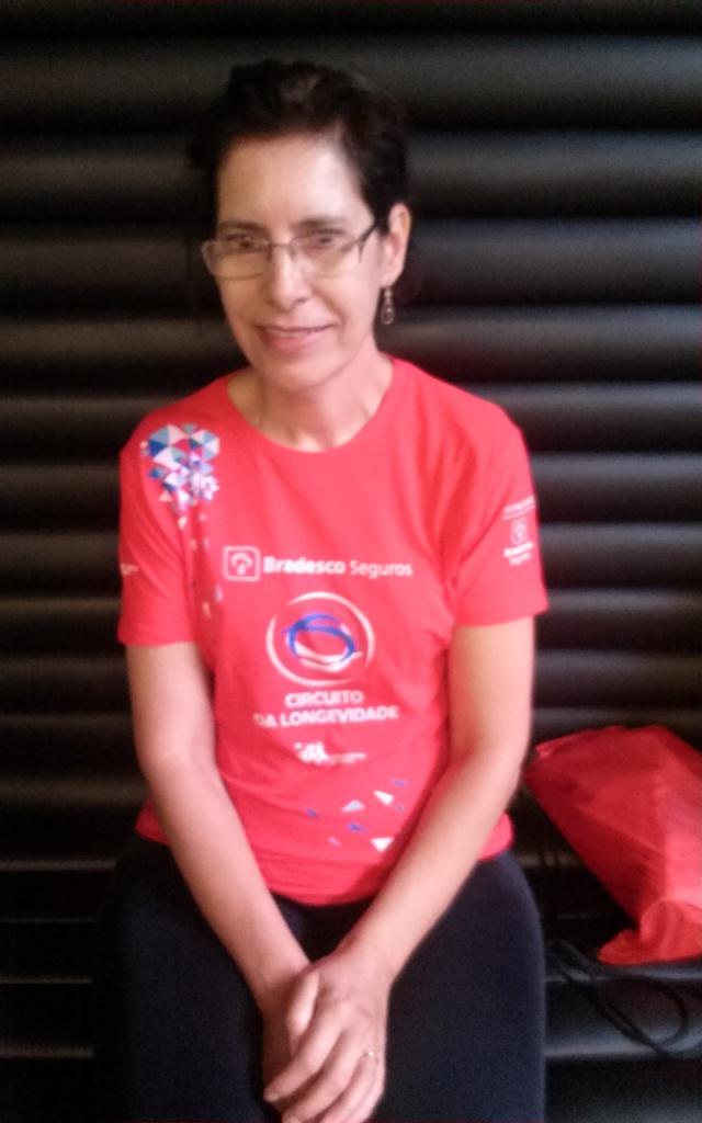 """""""Música é aquilo que te faz relaxar e refletir, ao mesmo tempo"""", reflete Maria Rodrigues. Ela gosta de MPB, música americana e lembra com carinho do emprego antigo, quando ouvia o programa """"Um Toque de Clássico"""", todos os dias, na rádio Guarani."""