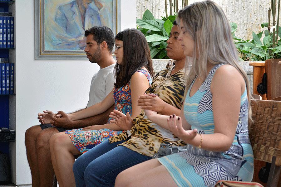 """Dayrelle Nunes, Sirléia Lima, Tássya Nunes e Cristóvão da Silva saíram de Belo Horizonte para visitar a Casa de Chico Xavier. """"Acho que tudo se resume à fé. Esse deslocamento fica menor quando você acredita muito"""", declara Cristóvão."""